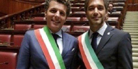 http://www.ragusanews.com//immagini_articoli/16-01-2018/benvenuti-scambio-poltrone-sindaco-avola-rapallo-240.jpg