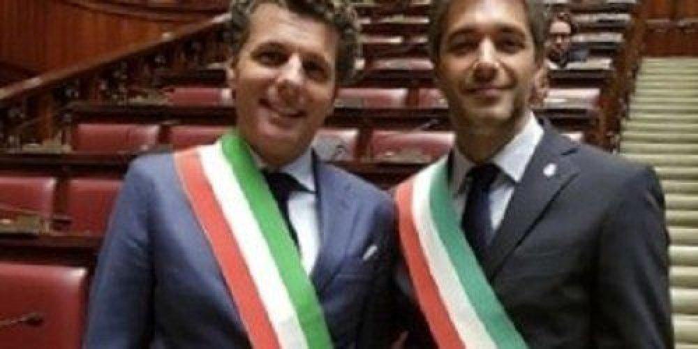 https://www.ragusanews.com//immagini_articoli/16-01-2018/benvenuti-scambio-poltrone-sindaco-avola-rapallo-500.jpg