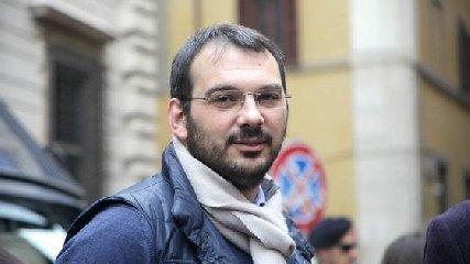 Studentessa italiana mette all'asta la verginità per pagarsi gli studi