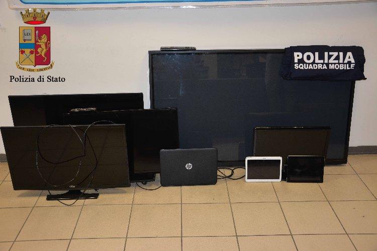 https://www.ragusanews.com//immagini_articoli/16-01-2018/computer-tablet-denunciato-ricettatore-albanese-foto-500.jpg