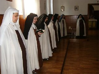 https://www.ragusanews.com//immagini_articoli/16-01-2019/carmelitane-scalze-ragusa-celebrano-madre-candida-240.jpg
