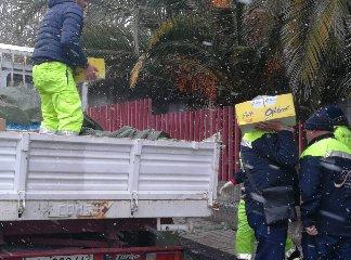 https://www.ragusanews.com//immagini_articoli/16-01-2019/discount-consegna-tonnellate-derrate-terremotati-etnei-240.jpg