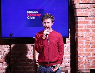https://www.ragusanews.com//immagini_articoli/16-01-2020/let-s-comedy-rassegna-itinerante-di-stand-up-comedy-sud-italia-240.jpg
