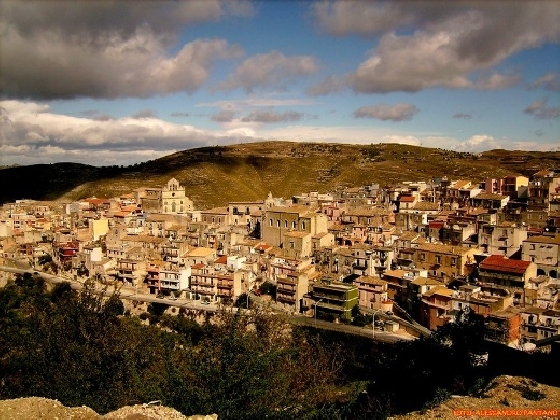 http://www.ragusanews.com//immagini_articoli/16-02-2017/cammino-errante-sugli-iblei-monterosso-licodia-420.jpg
