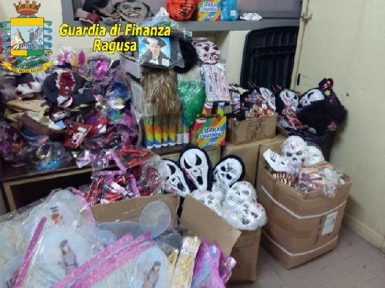 http://www.ragusanews.com//immagini_articoli/16-02-2017/ragusa-sequestrati-articoli-carnevale-420.jpg
