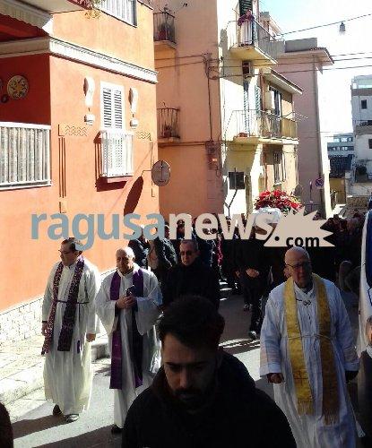 https://www.ragusanews.com//immagini_articoli/16-02-2018/celebrati-funerali-papa-deborah-iurato-500.jpg