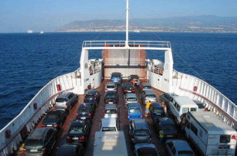 https://www.ragusanews.com//immagini_articoli/16-02-2018/domenica-niente-traghetti-stretto-bomba-chili-500.jpg