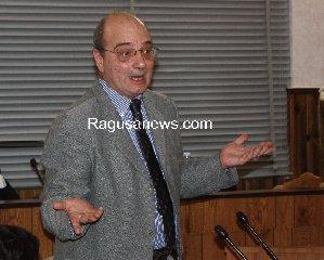 https://www.ragusanews.com//immagini_articoli/16-02-2018/pippo-digiacomo-ricandida-sindaco-comiso-240.jpg