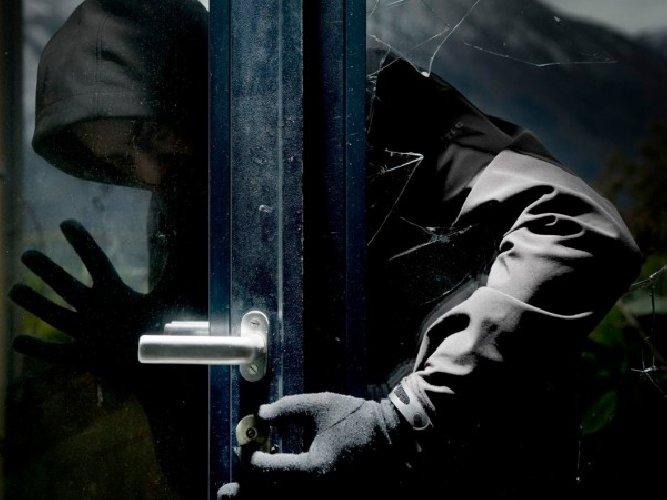 https://www.ragusanews.com//immagini_articoli/16-02-2018/tentato-furto-pieno-giorno-appartamento-ragusa-500.jpg