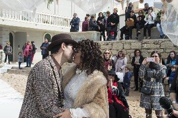 https://www.ragusanews.com//immagini_articoli/16-02-2020/romantico-matrimonio-spiaggia-commissario-montalbano-240.jpg