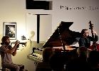 http://www.ragusanews.com//immagini_articoli/16-03-2015/lo-spettacolo-del-jazz-a-scicli-100.jpg