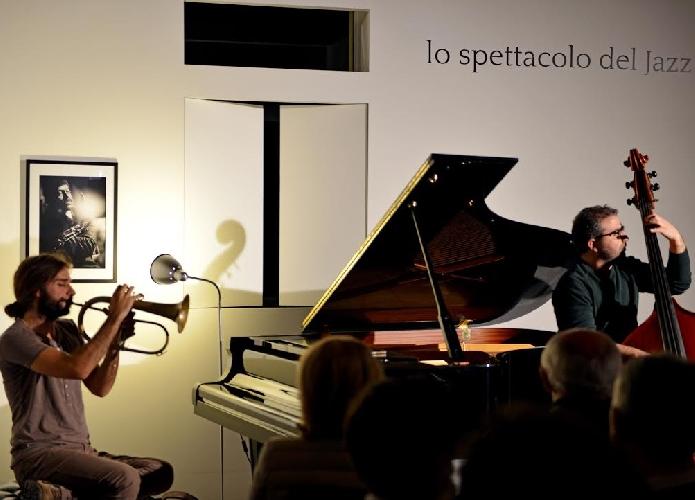 http://www.ragusanews.com//immagini_articoli/16-03-2015/lo-spettacolo-del-jazz-a-scicli-500.jpg