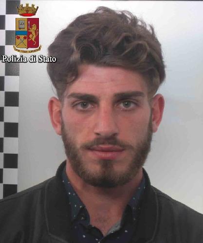 http://www.ragusanews.com//immagini_articoli/16-03-2017/tentano-rapinare-corriere-arresti-500.jpg