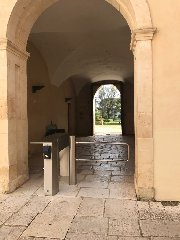 https://www.ragusanews.com//immagini_articoli/16-03-2018/accesso-castello-donnafugata-regolamentato-tornelli-240.jpg