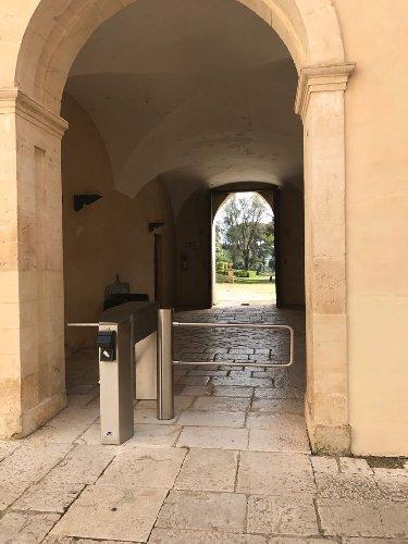 https://www.ragusanews.com//immagini_articoli/16-03-2018/accesso-castello-donnafugata-regolamentato-tornelli-500.jpg