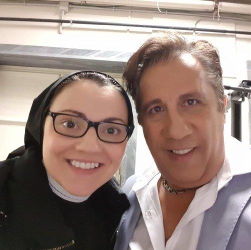https://www.ragusanews.com//immagini_articoli/16-03-2019/suor-cristina-posa-catarella-500.jpg