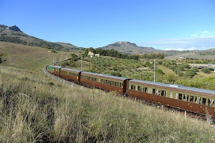 https://www.ragusanews.com//immagini_articoli/16-03-2019/treno-storico-ragusa-scicli-aprile-500.jpg