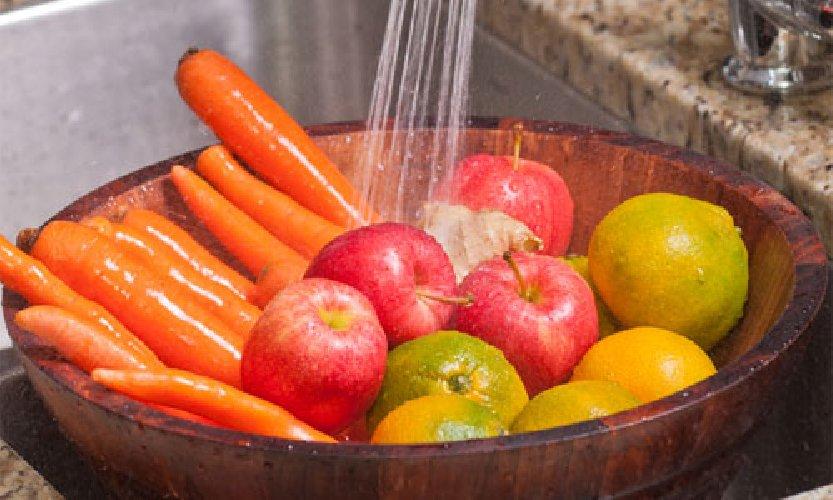 https://www.ragusanews.com//immagini_articoli/16-03-2020/disinfettare-frutta-e-verdura-in-modo-naturale-ai-tempi-coronaviru-500.jpg