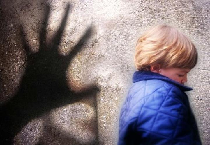 http://www.ragusanews.com//immagini_articoli/16-04-2014/a-modica-pedofilo-compie-atto-di-autoerotismo-davanti-a-un-bimbo-500.jpg