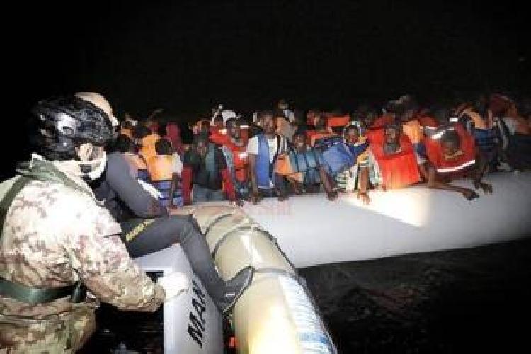 http://www.ragusanews.com//immagini_articoli/16-04-2014/sbarchi-arrestati-altri-tre-scafisti-500.jpg