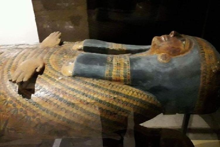 http://www.ragusanews.com//immagini_articoli/16-04-2017/sarcofagi-egizi-mostra-siracusa-500.jpg