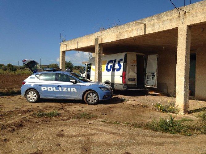 https://www.ragusanews.com//immagini_articoli/16-04-2019/il-furgone-rubato-a-ragusa-ritrovato-a-noto-grazie-al-satellite-500.jpg