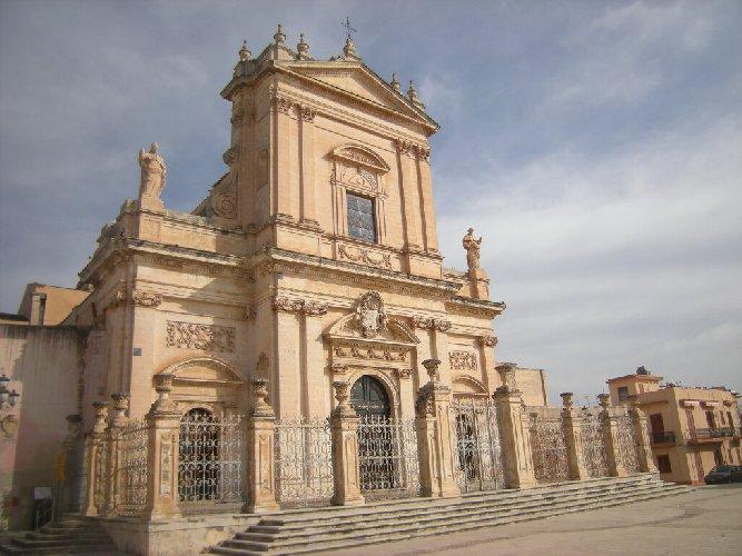 https://www.ragusanews.com//immagini_articoli/16-04-2019/medioevo-a-ispica-no-tv-in-chiesa-per-pasqua-si-a-facebook-500.jpg