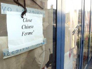 https://www.ragusanews.com//immagini_articoli/16-04-2019/negozi-chiusi-a-modica-a-pasquetta-240.jpg