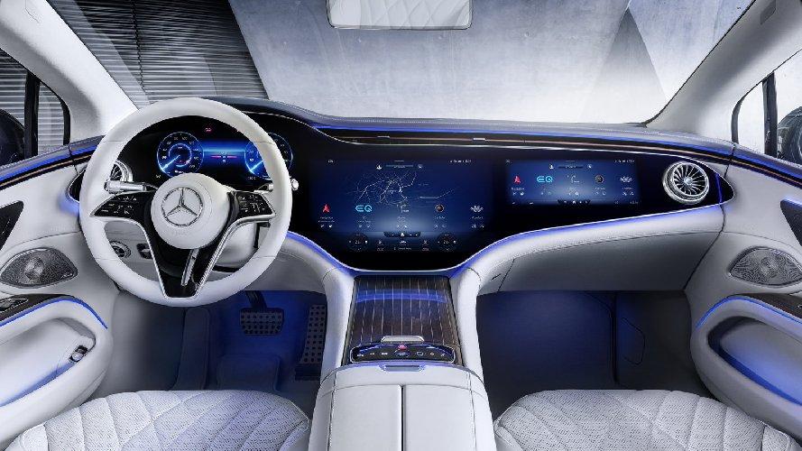 https://www.ragusanews.com//immagini_articoli/16-04-2021/1618605123-mercedes-lancia-l-ammiraglia-elettrica-eqs-770-km-di-autonomia-5-500.jpg