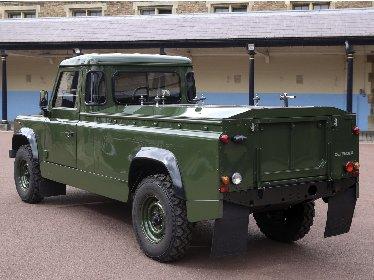 https://www.ragusanews.com//immagini_articoli/16-04-2021/principe-filippo-il-carro-funebre-e-un-land-rover-disegnato-da-lui-280.jpg