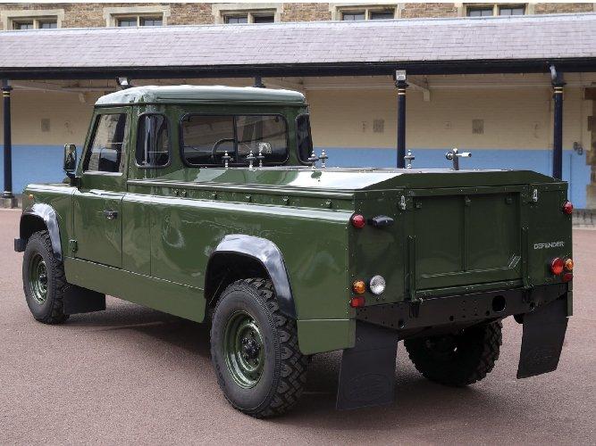 https://www.ragusanews.com//immagini_articoli/16-04-2021/principe-filippo-il-carro-funebre-e-un-land-rover-disegnato-da-lui-500.jpg
