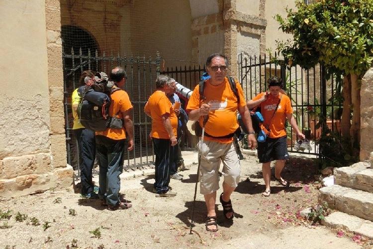 http://www.ragusanews.com//immagini_articoli/16-05-2017/avola-convento-milizie-maglietta-arancione-500.jpg