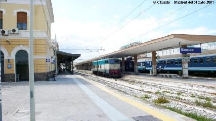 http://www.ragusanews.com//immagini_articoli/16-05-2017/treni-regione-siracusamodica-solo-manutenzione-240.jpg