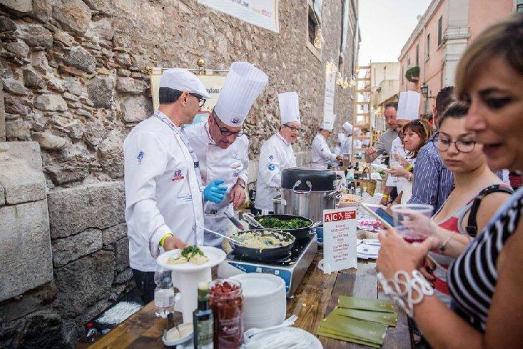 https://www.ragusanews.com//immagini_articoli/16-05-2018/anche-sicilia-partecipa-cibo-nostrum-500.jpg