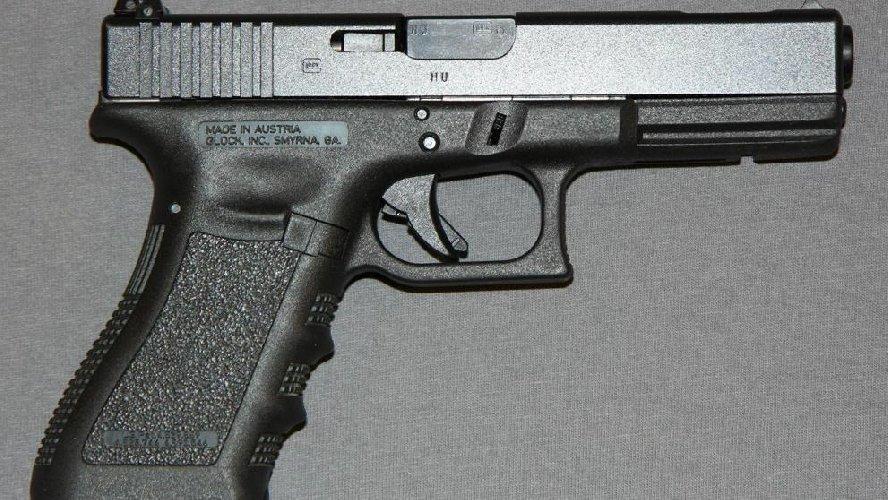 https://www.ragusanews.com//immagini_articoli/16-05-2018/armi-droga-scicli-arrestato-cristiano-cannella-500.jpg