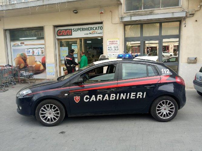 https://www.ragusanews.com//immagini_articoli/16-05-2019/evade-dai-domiciliari-ed-aggredisce-i-carabinieri-arrestato-dopo-due-giorn-500.jpg