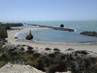 https://www.ragusanews.com//immagini_articoli/16-05-2019/in-sicilia-le-spiagge-di-ispica-quelle-col-piu-alto-gradimento-240.jpg