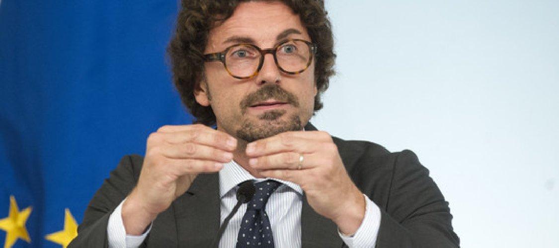 https://www.ragusanews.com//immagini_articoli/16-05-2019/toninelli-insiste-la-ragusa-catania-la-fa-lo-stato-senza-pedaggio-500.jpg