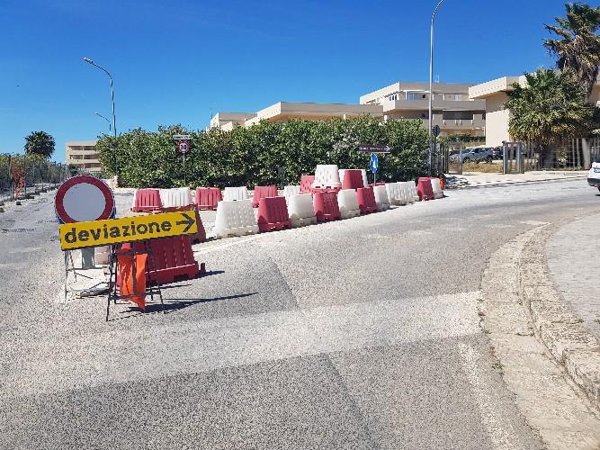 https://www.ragusanews.com//immagini_articoli/16-05-2021/1621195877-gli-automobilisti-incivili-nella-costruenda-pista-ciclabile-casuzze-1-500.jpg