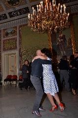 http://www.ragusanews.com//immagini_articoli/16-06-2017/lezione-tango-240.jpg