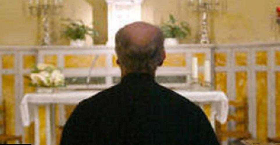 http://www.ragusanews.com//immagini_articoli/16-06-2017/perseguita-parroco-fine-tenta-incendiare-chiesa-500.jpg