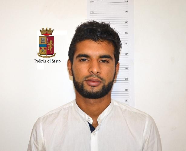 https://www.ragusanews.com//immagini_articoli/16-06-2017/scicli-spaccio-arrestati-tunisini-corso-garibaldi-500.jpg