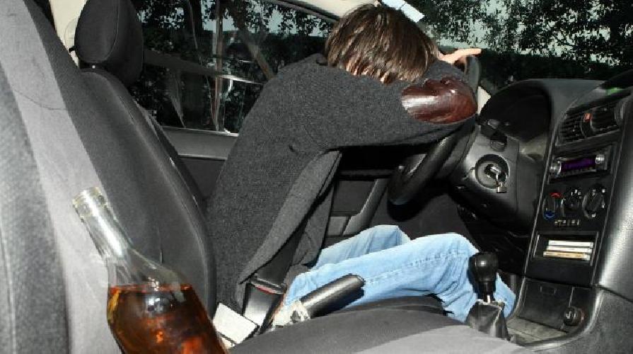 http://www.ragusanews.com//immagini_articoli/16-06-2017/ubriaco-volante-incidente-aggredisce-donna-investita-500.jpg