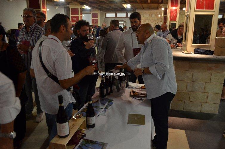 https://www.ragusanews.com//immagini_articoli/16-06-2018/festa-cerasuolo-gulfi-vero-evento-enogastronomico-provincia-500.jpg