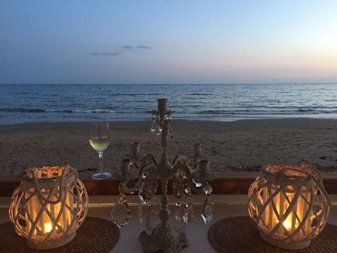 https://www.ragusanews.com//immagini_articoli/16-06-2018/spettacolo-mare-porto-ulisse-beach-serafino-500.jpg