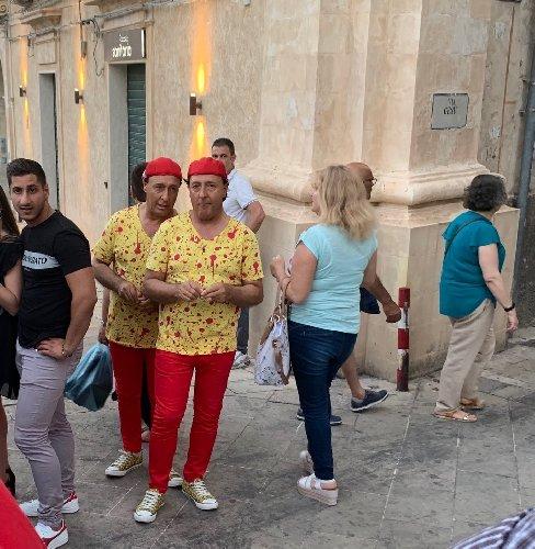 https://www.ragusanews.com//immagini_articoli/16-06-2019/anche-i-gemelli-di-monterosso-festa-milizie-500.jpg