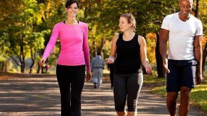 https://www.ragusanews.com//immagini_articoli/16-06-2019/quanto-bisogna-camminare-per-perdere-peso-senza-fatica-240.jpg