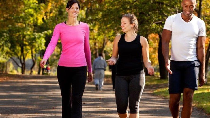 https://www.ragusanews.com//immagini_articoli/16-06-2019/quanto-bisogna-camminare-per-perdere-peso-senza-fatica-500.jpg