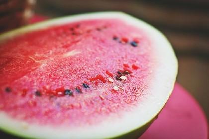 https://www.ragusanews.com//immagini_articoli/16-06-2021/dieta-dell-anguria-ideale-per-perdere-peso-in-estate-280.jpg