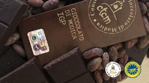 https://www.ragusanews.com//immagini_articoli/16-06-2021/il-finto-cioccolato-di-modica-finanza-sequestra-20-mila-barrette-280.jpg